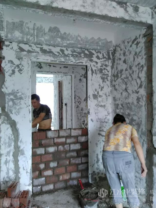 成都馨光华庭泥工杨师傅装修施工补烂砌墙