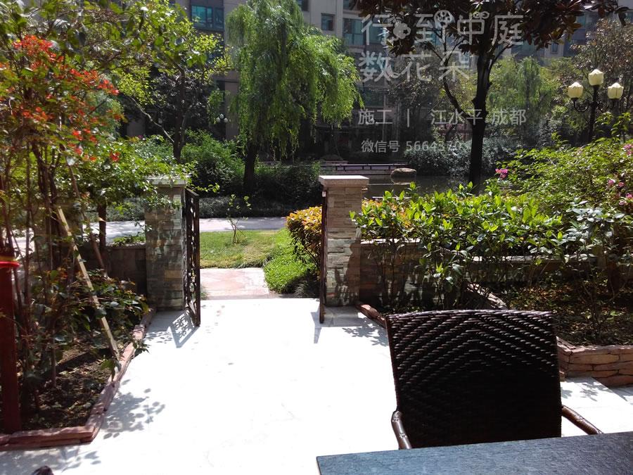 恒大城行到中庭数花朵 一楼花园美宅