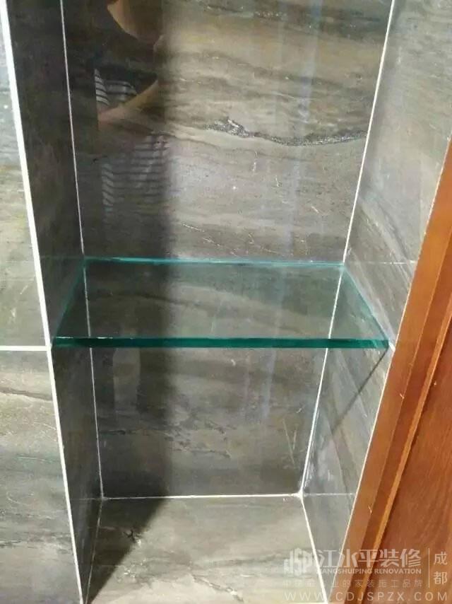 贴砖包管身边做一个瓷砖置物架放洗浴用品