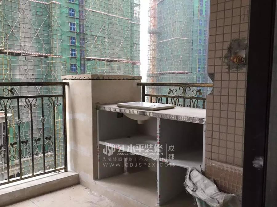 成都珠江御景湾陈先生家装修墙面石膏找补和刮腻子