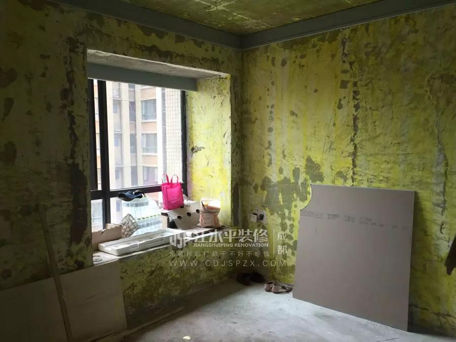 成都华润24城小郭家厨卫装修墙砖施工中