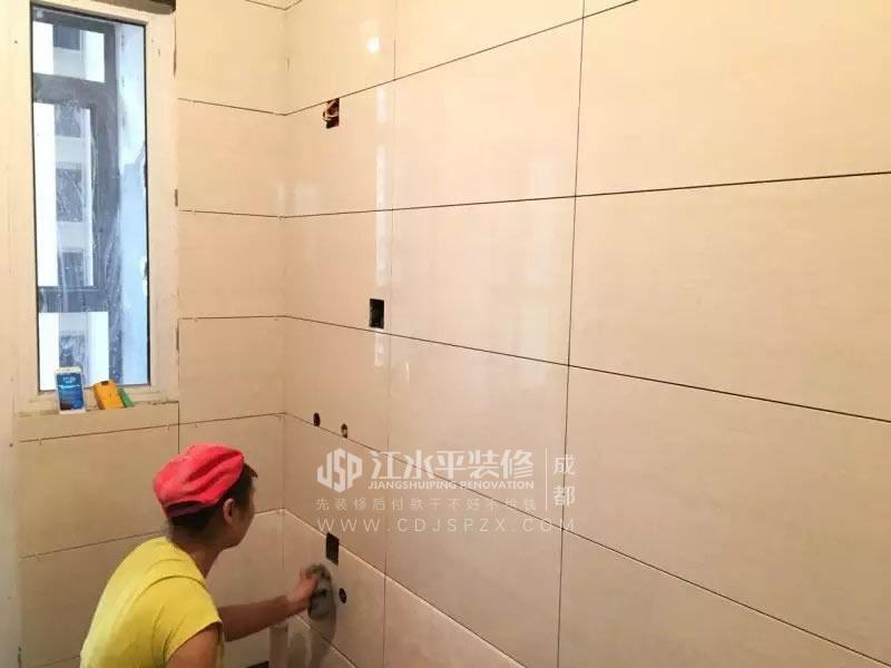 成都交大建设派唐先生 泥工陈师傅贴砖正在施工中