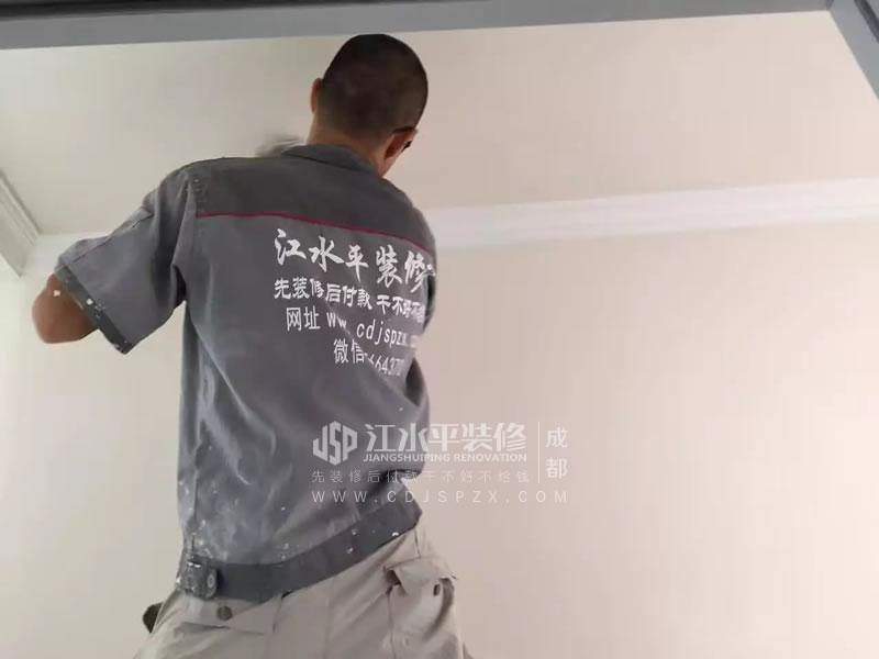 成都保利叶语朱先生家漆工冯师傅装修施工中