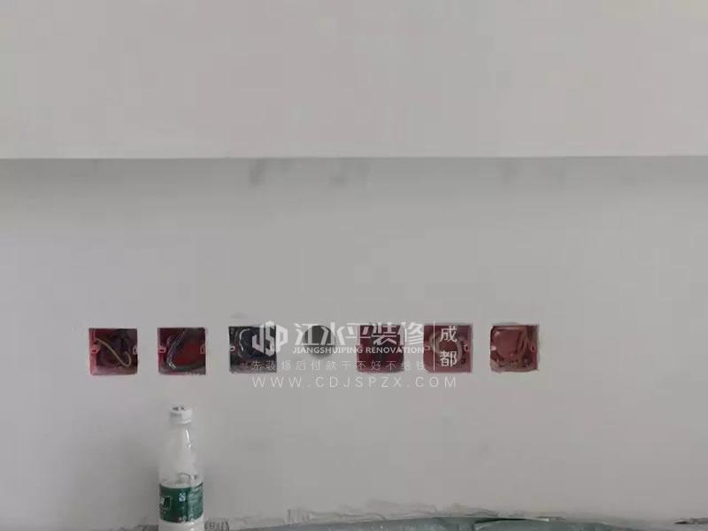 成都长虹和悦府 漆工邹毅川师傅乳胶漆施工中