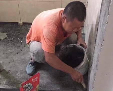 恒大曹家巷小区我们的泥工陈秀斌在施工中