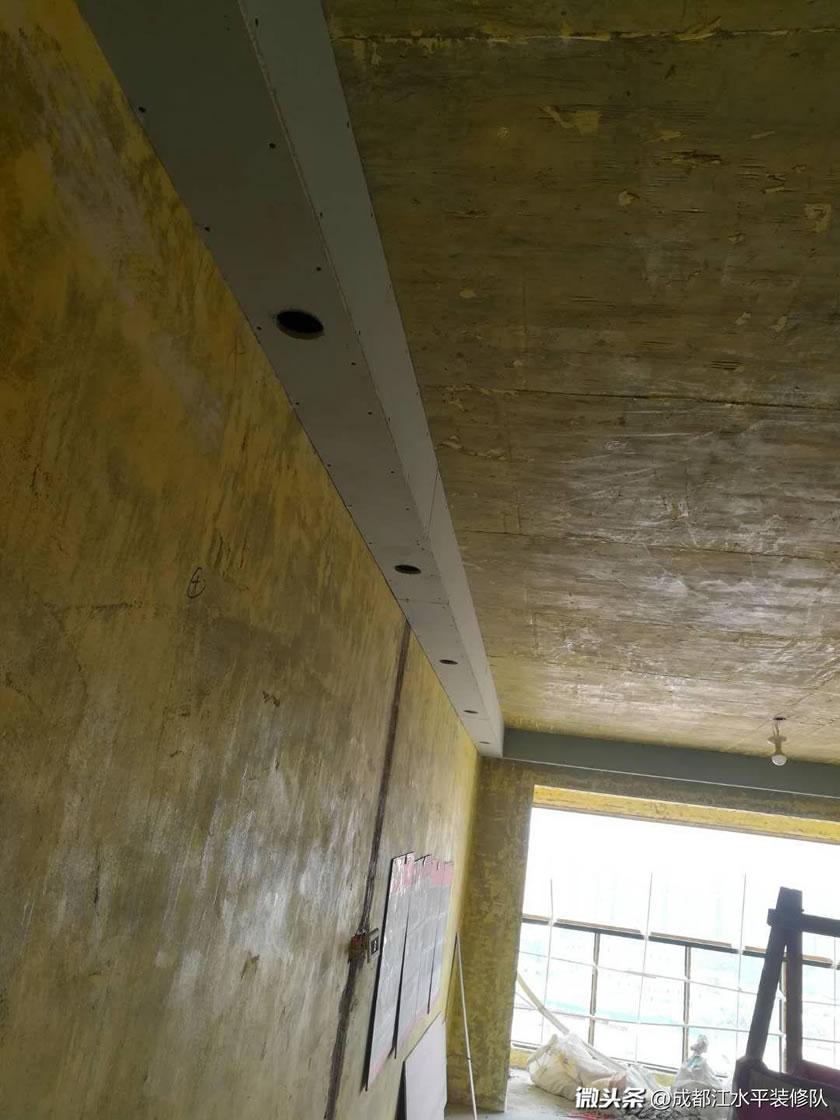 成都空港国际木作吊顶施工中