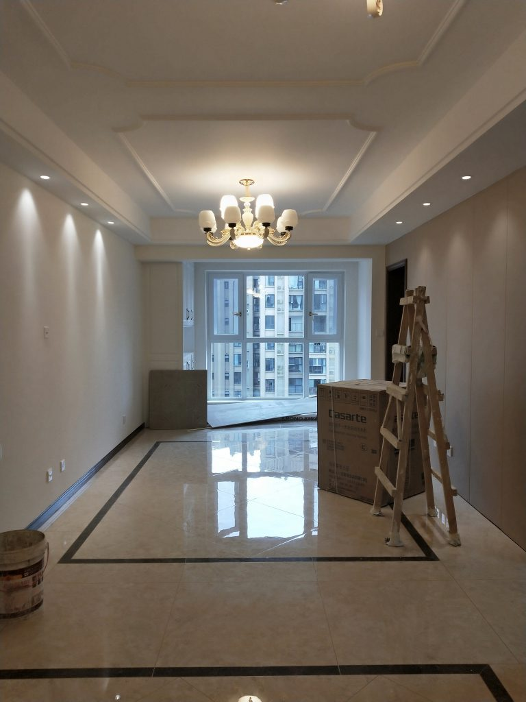 成都紫御熙庭简约混搭71平方装修日记案例客厅顶面吊顶和石膏线条